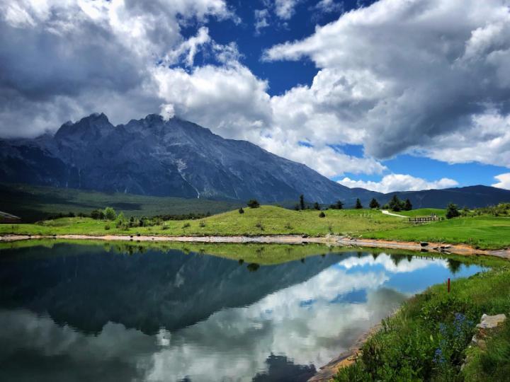 Jade Dragon Snow Mountain Golf Club- sân golf dài nhất Thế giới