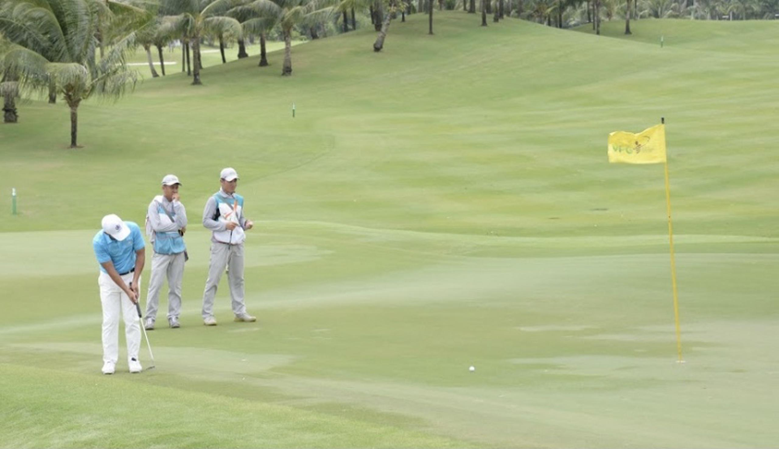 Quy định về đặt gậy chỉnh line trong luật golf
