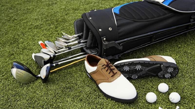 Khám phá kinh nghiệm mua dụng cụ golf online cùng Viet Green Golf