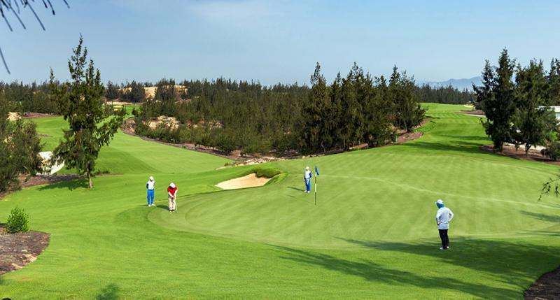 Trải nghiệm sang trọng với sân golf Chí Linh Vũng Tàu