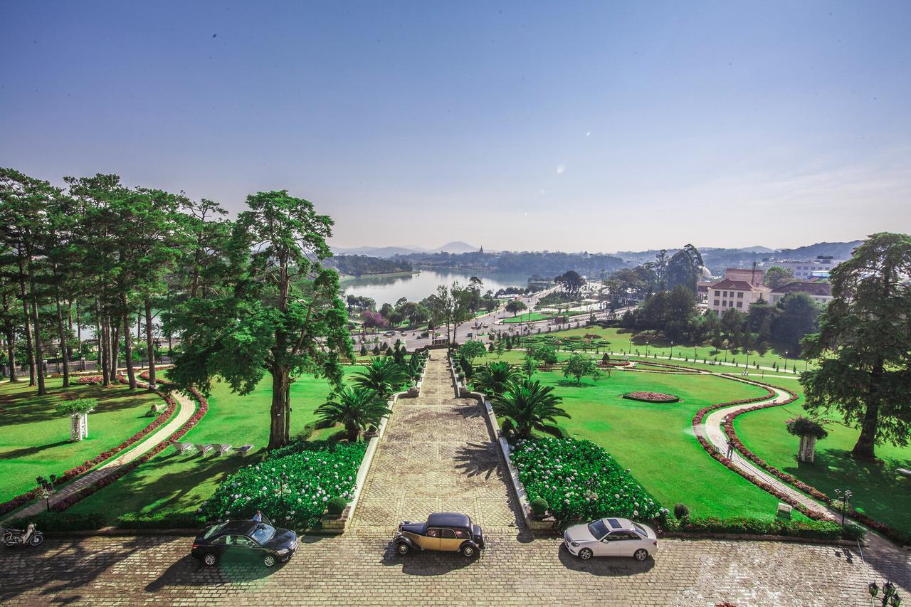 Đặt tee off sân Dalat Palace Golf Club 9 hố trong tuần