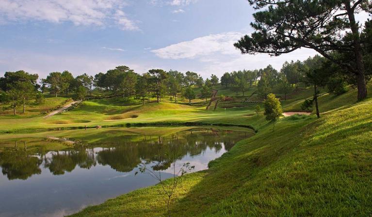Sân Golf Da Lat Palace Golf Club 18 hố trong tuần