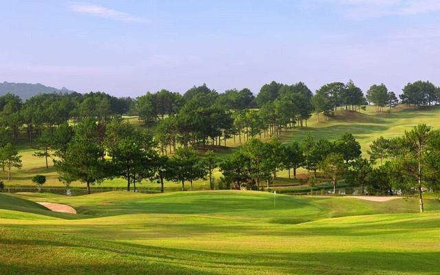 Đặt sân Dalat Palace Golf 18 hố cho khách của hội viên ngày thường