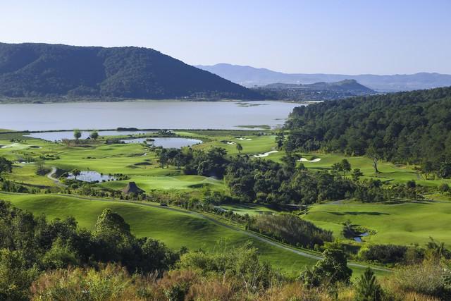 Tee off sân golf Đà Lạt 1200 18 hố ngày thường