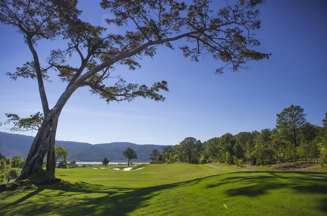 Tee off sân golf Đà Lạt 1200 18 hố ngày lễ