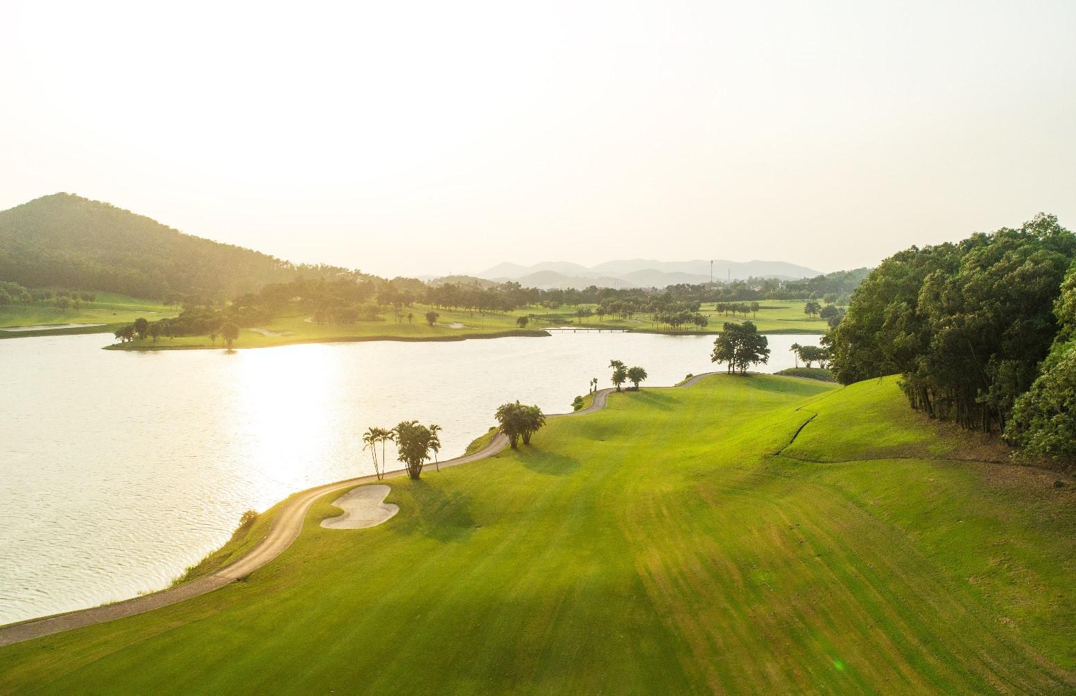 Sân golf Chí Linh 18 hố ưu đãi hè đặc biệt - Thứ 3 hàng tuần