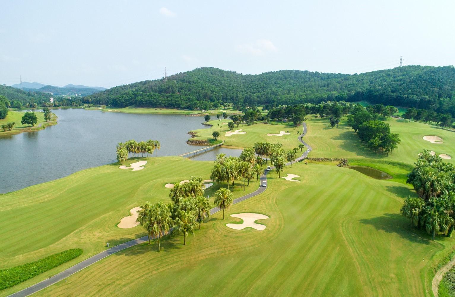 Tee off sân golf Chí Linh Hải Dương 36 hố cuối tuần