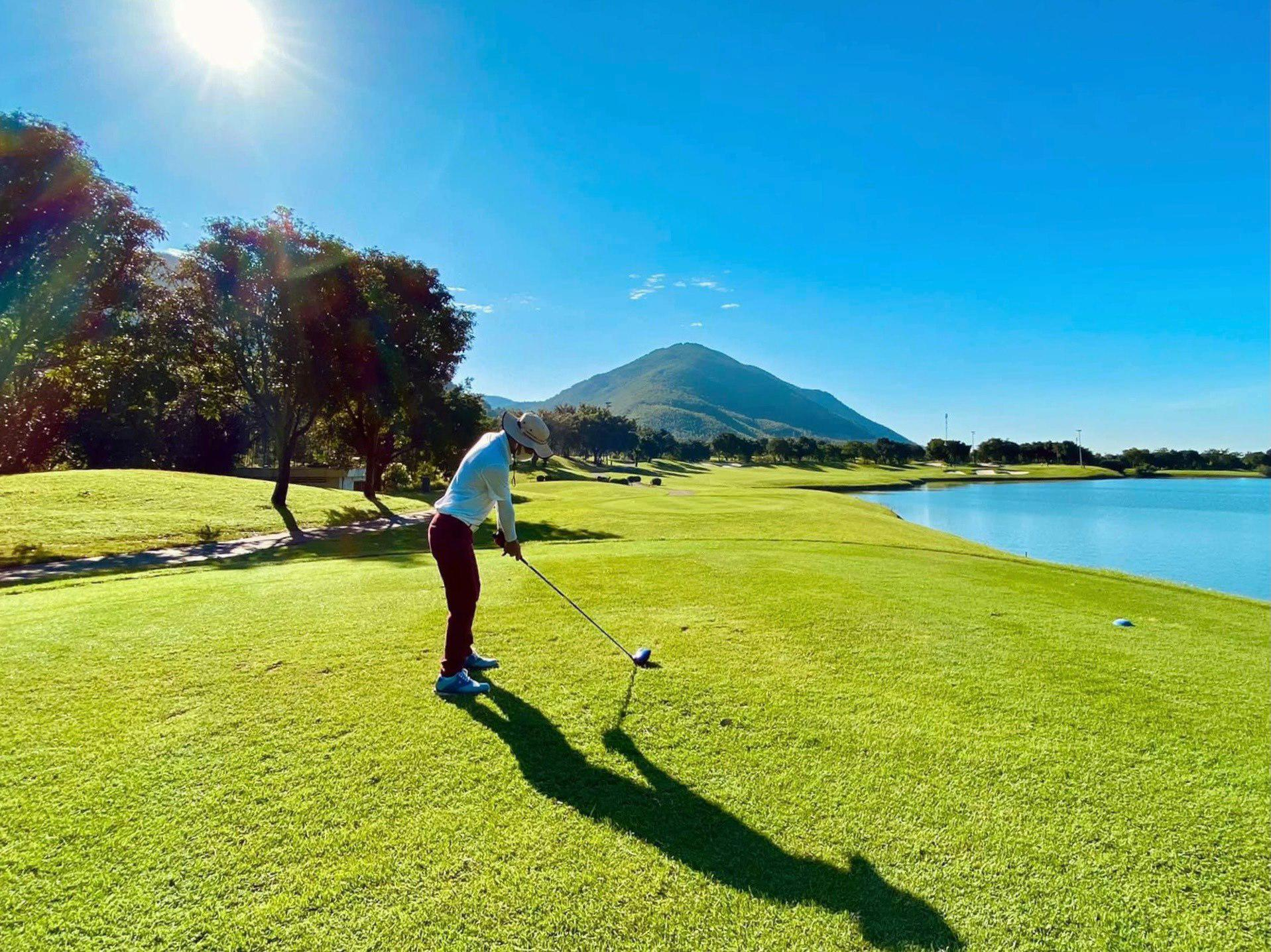 Tee off sân golf Tam Đảo 18 hố cuối tuần