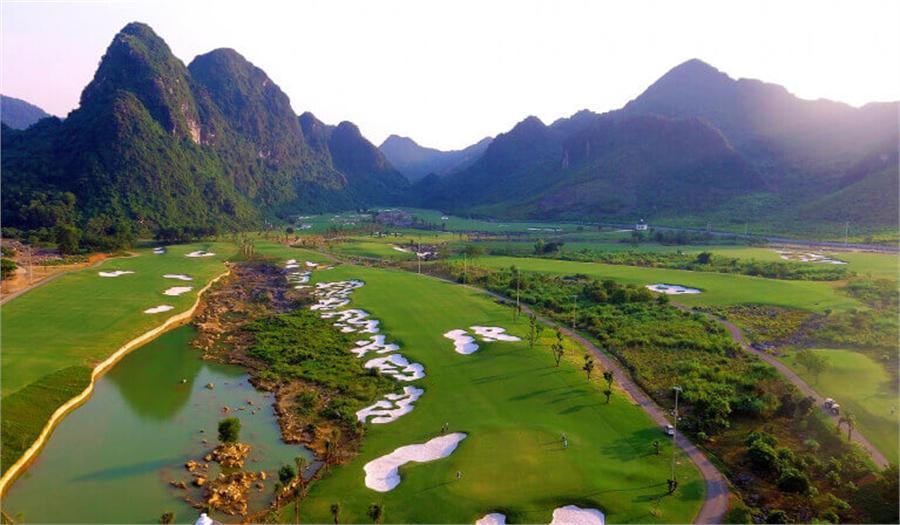 Tee off sân golf Kim Bảng 18 hố - Cuối tuần