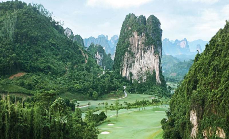 Sân Golf Phượng Hoàng - Phoenix Golf Resort cho khách tham quan cuối tuần