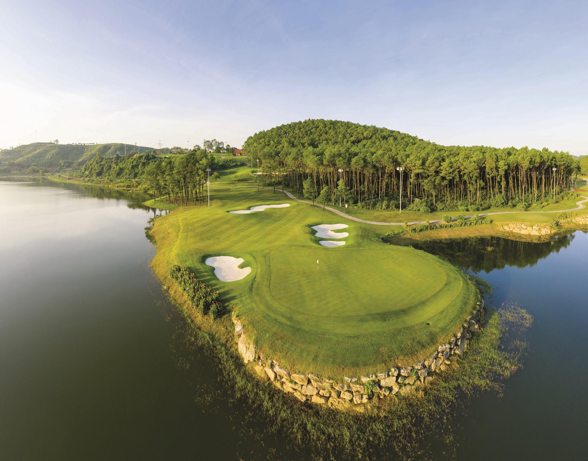Tee off sân golf Tràng An 18 hố - Ngày thường