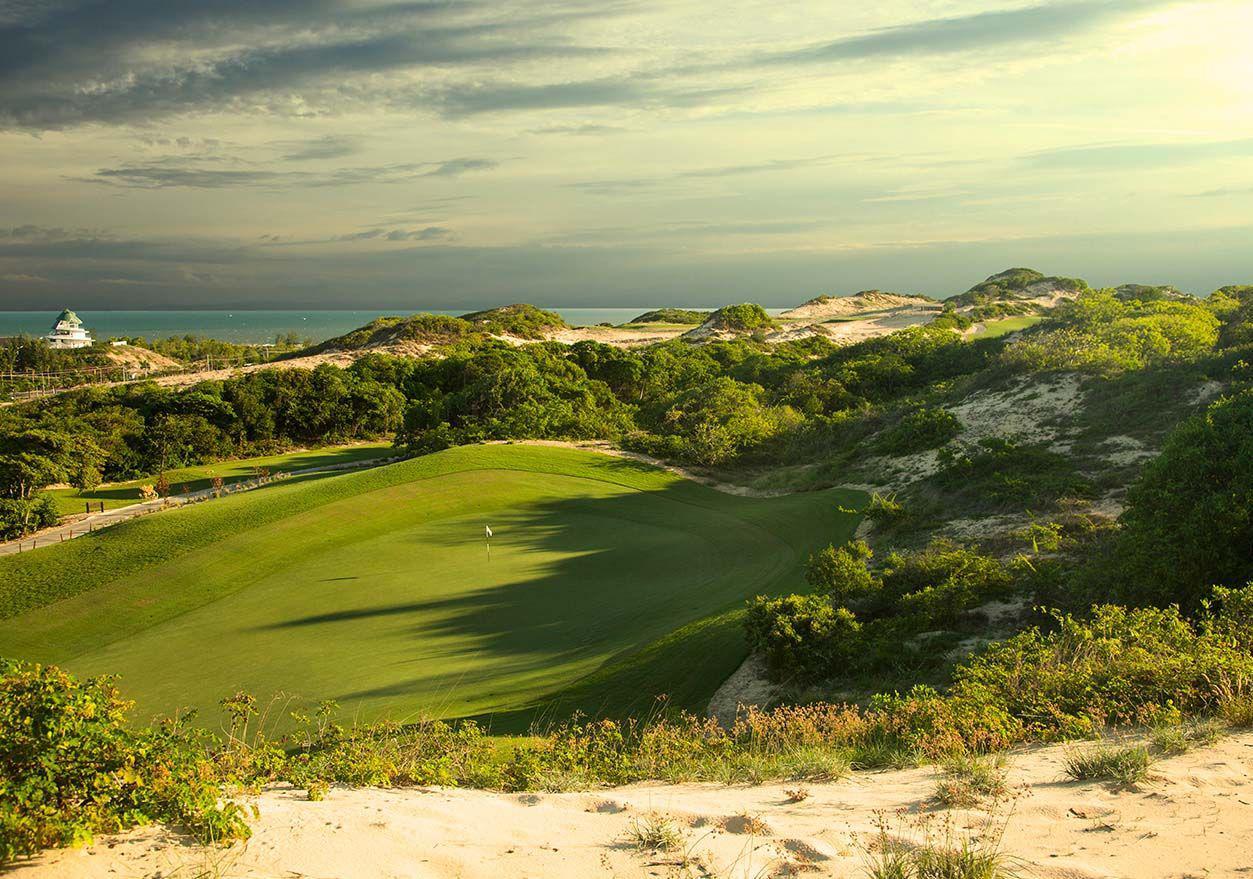 Đặt tee off sân golf The Bluffs Hồ Tràm - 36 hố