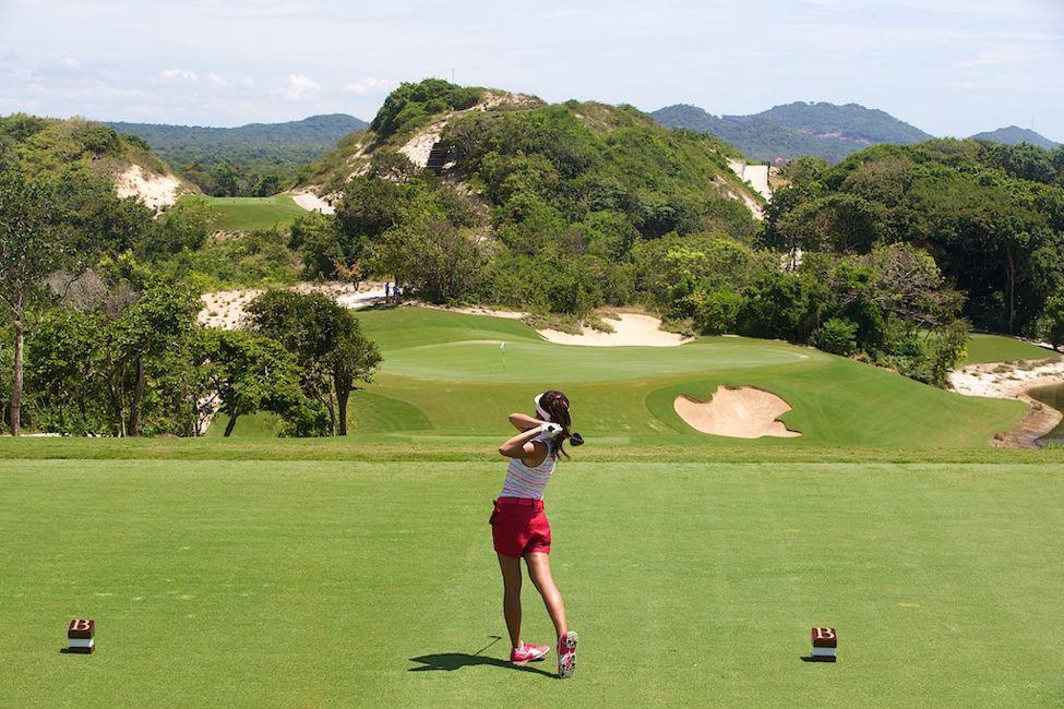 Đặt tee off sân golf The Bluffs Hồ Tràm- 27 hố