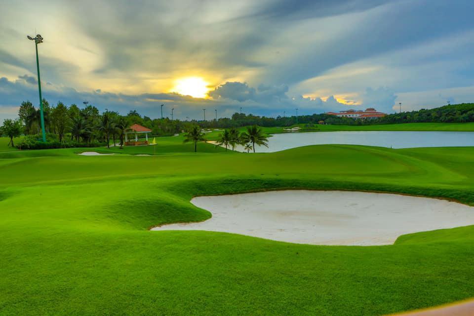 Sân golf Tân Sơn Nhất - Tee off sau 15:00 - Thứ 3 đến Thứ 6