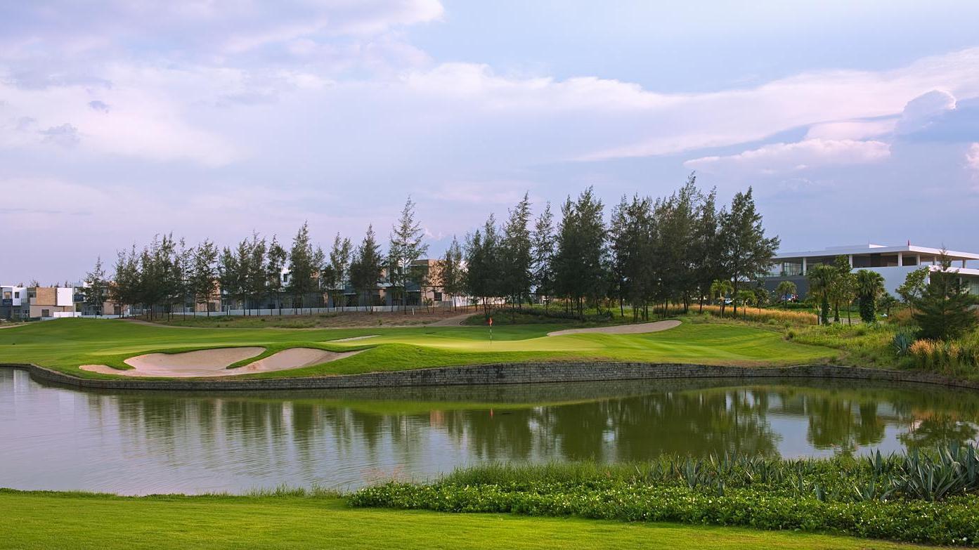 Đặt sân Montgomerie Golf Links - 18 hố - Ngày thường